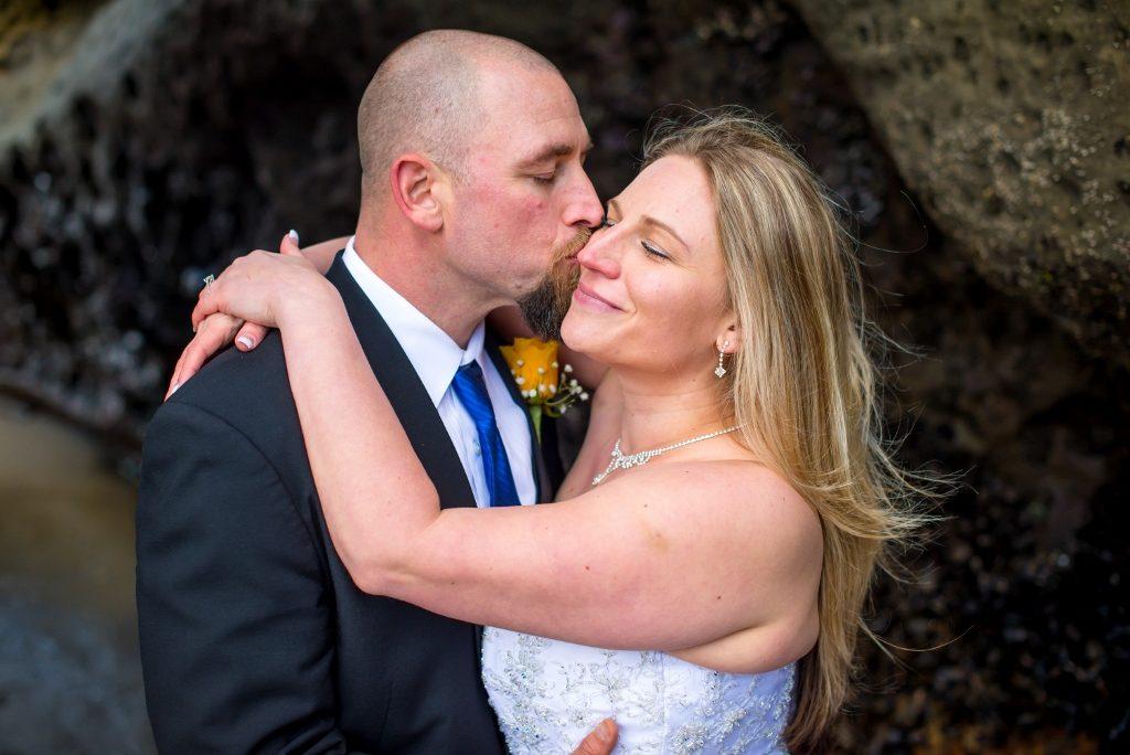 Oregon coast wedding couple