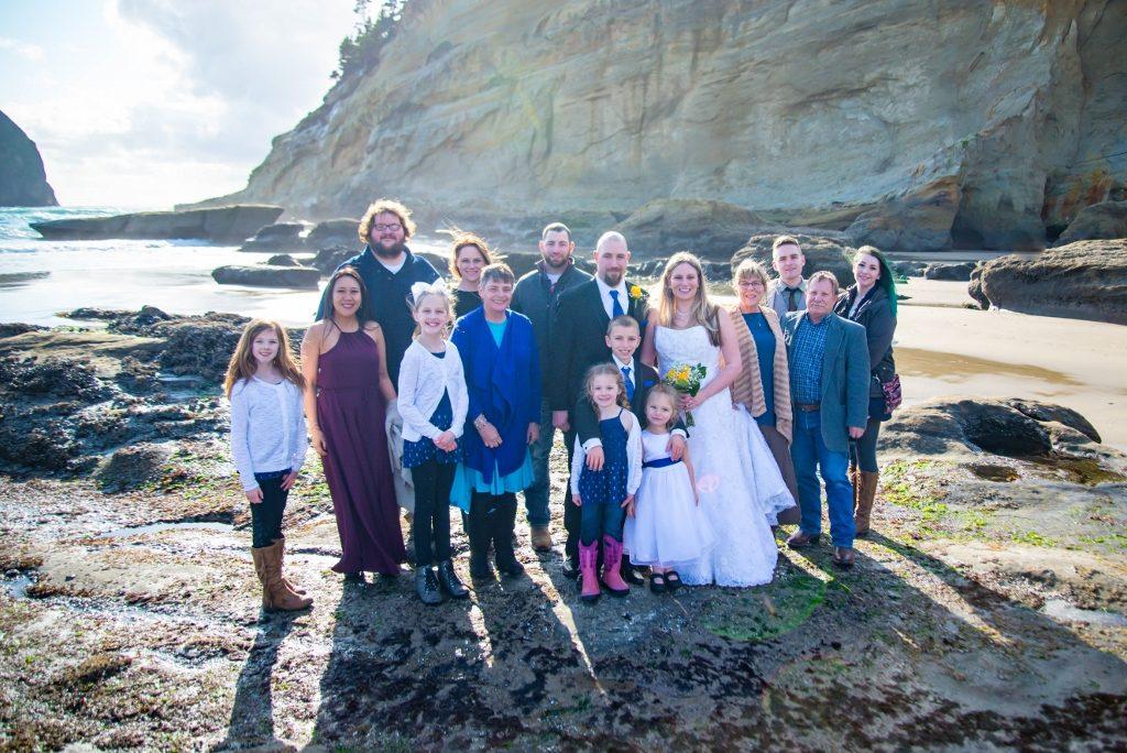 Oregon coast wedding with family at Cape Kiwanda