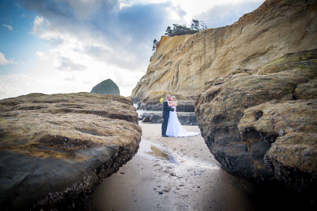 Oregon coast wedding atCape Kiwanda