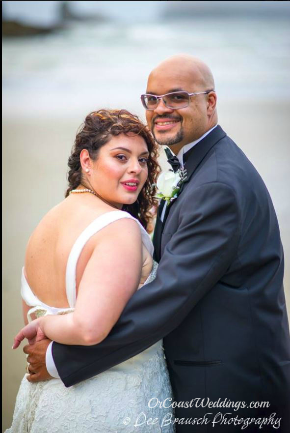 wedding couple on Oregon beach