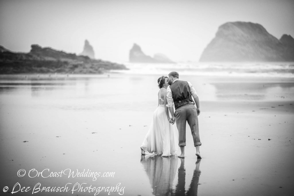 Oregon coast elopement on ocean