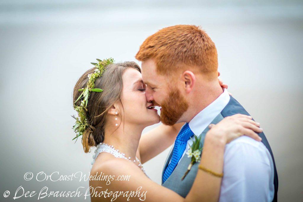 Oregon coast elopement couple